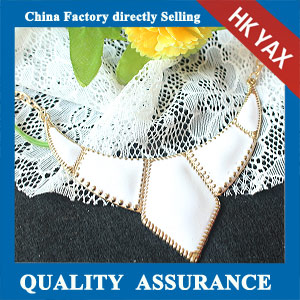 N132 cream resin necklace china supplier