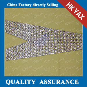YAX-D012 V-neck Chaton Rhinestone Patches